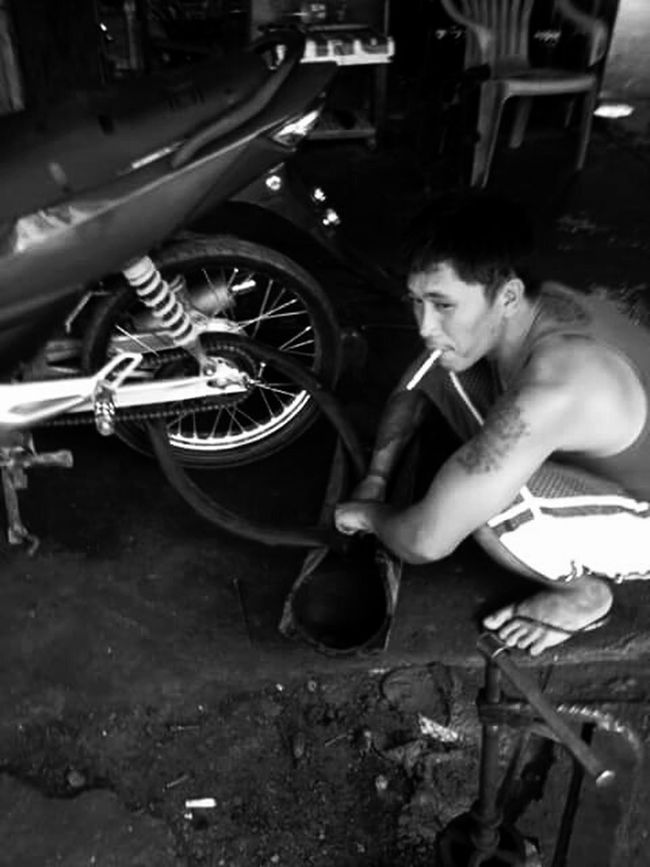 Hardwork Industryporn Vulcanizing The Mechanic Man On The Street Youth Of Today Smoker Ironwork  Zone 4 Socorro On Street Streetphotography