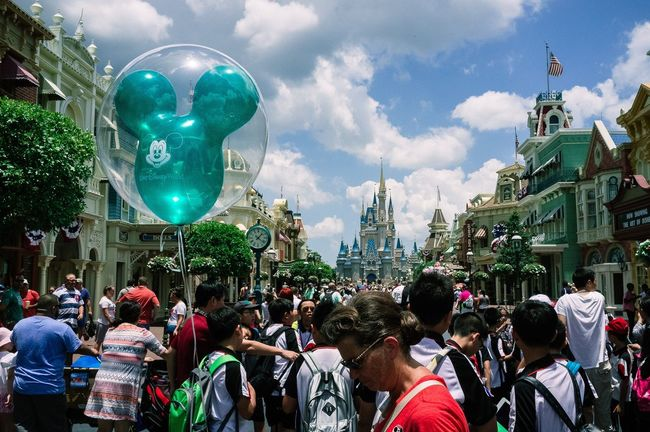 Disneyland,FL. 2016 Disneyland DisneyWorld Florida Street Streetphotography Documentary Castle People Baloon Fujifilm Fujifilm_xseries X100