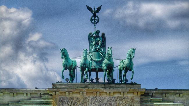 Brandenburg Berlin Architecture Statue Horse Taking Photos Point Of View Sky Angle Sky And Clouds Street Photography EE Love Connection! EyeEm Best Shots Eeyem Photography Eye4photography  Streetphotography Nature Photography Street (null)City Life Historical Place