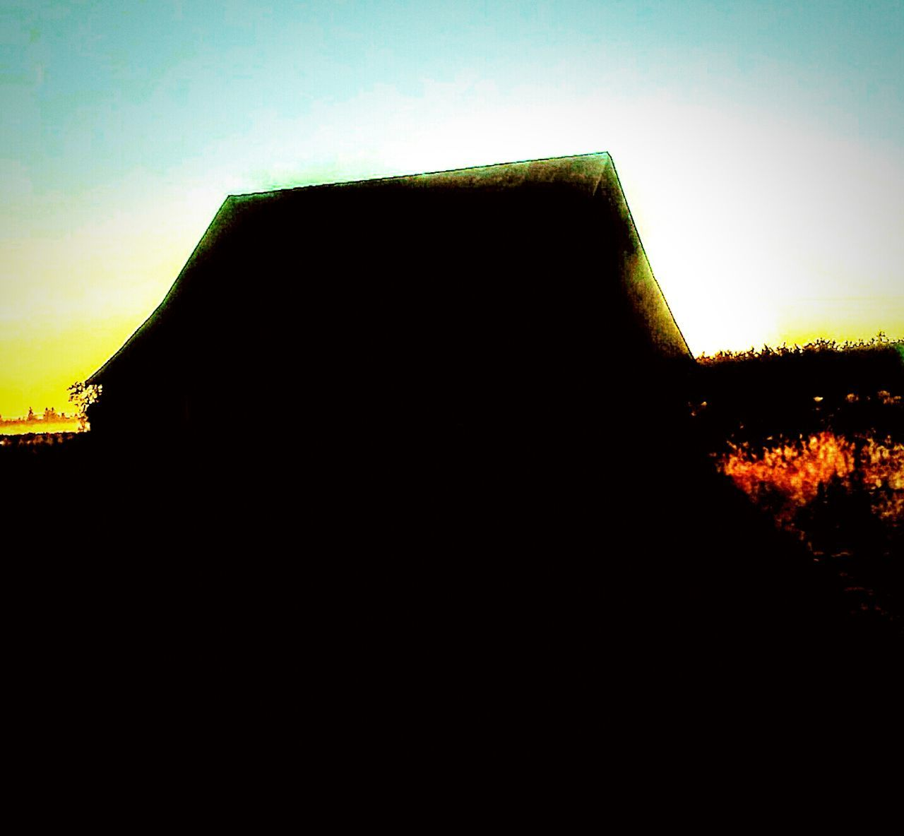 Good Morning Willamwttw Valley Getting Warmer Have A Blissful Day Eyeem Morning Silhouettes Sun Over The Barn Here Comes The Sun Rise And Shine Its Going To Be A Beautifull Day :)
