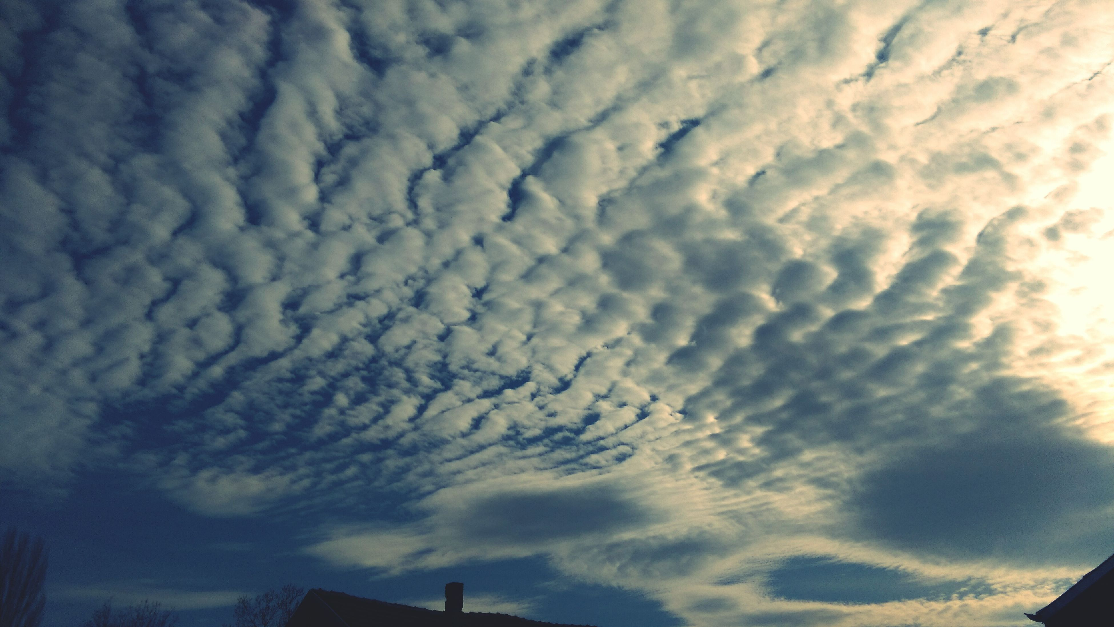 sky, cloud - sky, low angle view, cloudy, weather, beauty in nature, built structure, building exterior, cloud, scenics, cloudscape, architecture, nature, silhouette, overcast, tranquility, high section, outdoors, tranquil scene, dramatic sky