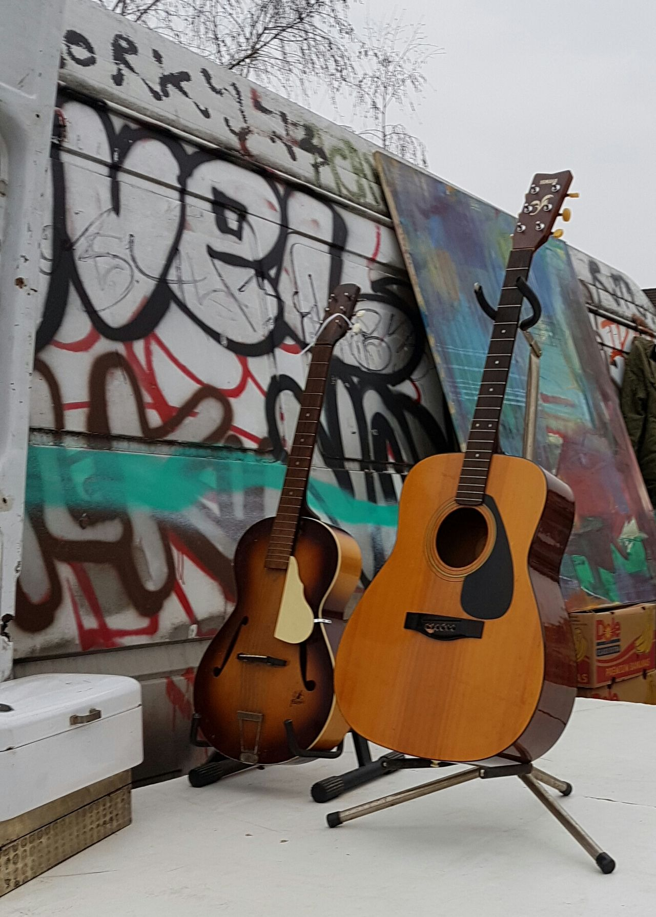 Guitar Musical Instrument Old Guitar For Sale Cover Second Hand Market Music Brocante Flea Market Fleamarkets Flea Markets Fleamarket Market Secondhand Background Second Hand