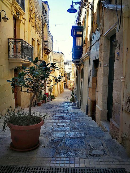 Architecture Built Structure Street Alley Building Exterior No People Outdoors Sky Explore Scenic Pottedplants Malta Labyrinth Maze