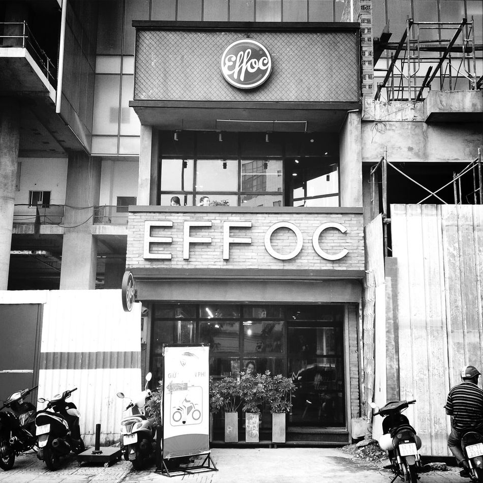 Nice view around Saigon...in Effoc coffee... Coffee Monochrome Streetphoto_bw Architecture