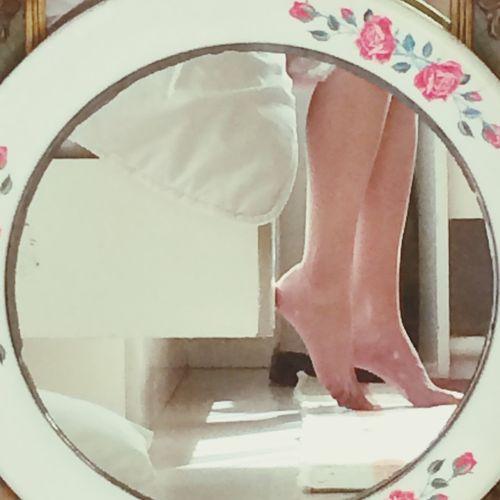 Morning Mirror Legs Flowers