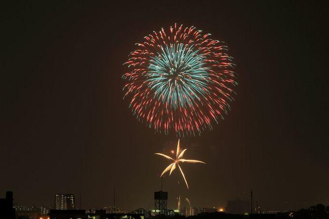 ご近所の花火大会をベランダから♪(*´︶`*)✿ サムネで見ると、充血した目玉おやじみだいだな……σ(^◇^;) 花火 Fireworks Fireworks In The Sky Fireworks Festival To Be Continued... Japanese Fireworks EyeEm Best Shots 予告編 EyeEm Best Shots - My Best Shot Eyeem Best Shots - Fireworks