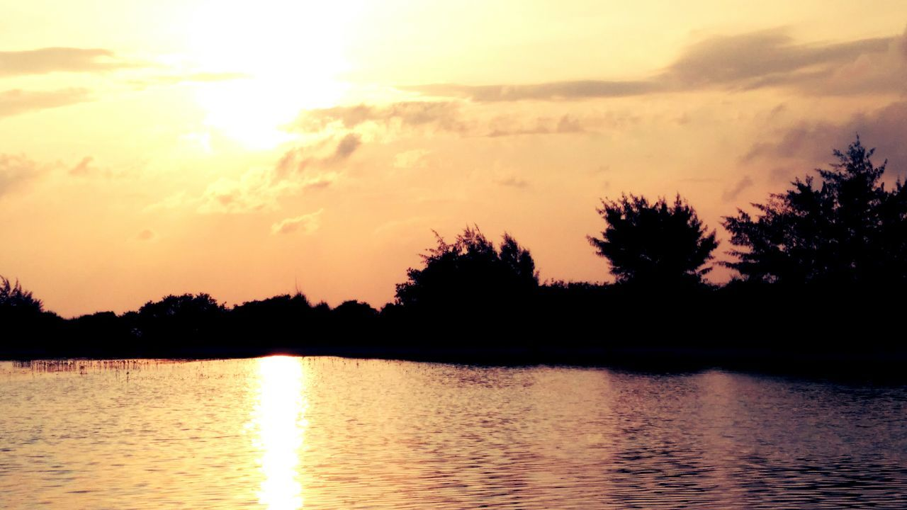 sunset, silhouette, reflection, scenics, nature, beauty in nature, tree, water, tranquil scene, tranquility, sky, lake, waterfront, no people, sun, outdoors, sunlight