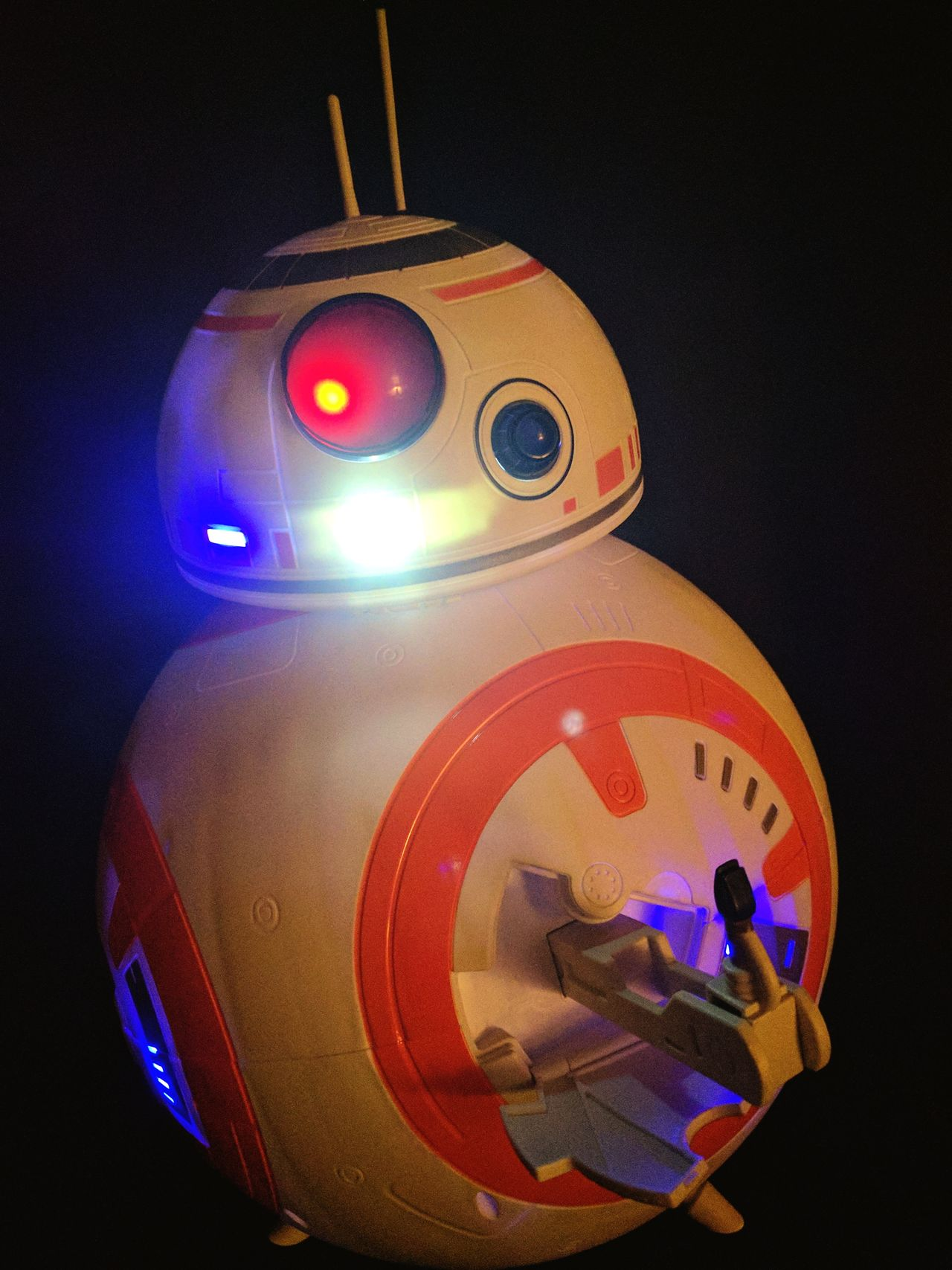bb-8 flipping the bird Indoors  Drone  Star Wars Collectables Star Wars Flipping The Bird The Finger Trying To Find The Light  No People Low Light Photography EyeEm Gallery Taking Photos No Edit No Fun Eyem Gallery Close Up Technology Futuristic Scale Model Sense Of Humor Laughter Is The BEST Medicine At Home