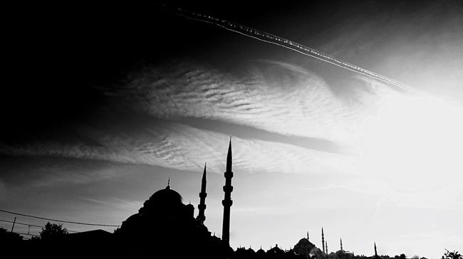 The Great Outdoors - 2015 EyeEm Awards The Architect - 2015 EyeEm Awards Silhouette Open Edit Beauty In Ordinary Things Istanbul Blackandwhite Photography Blackandwhite Clouds And Sky From My Point Of View