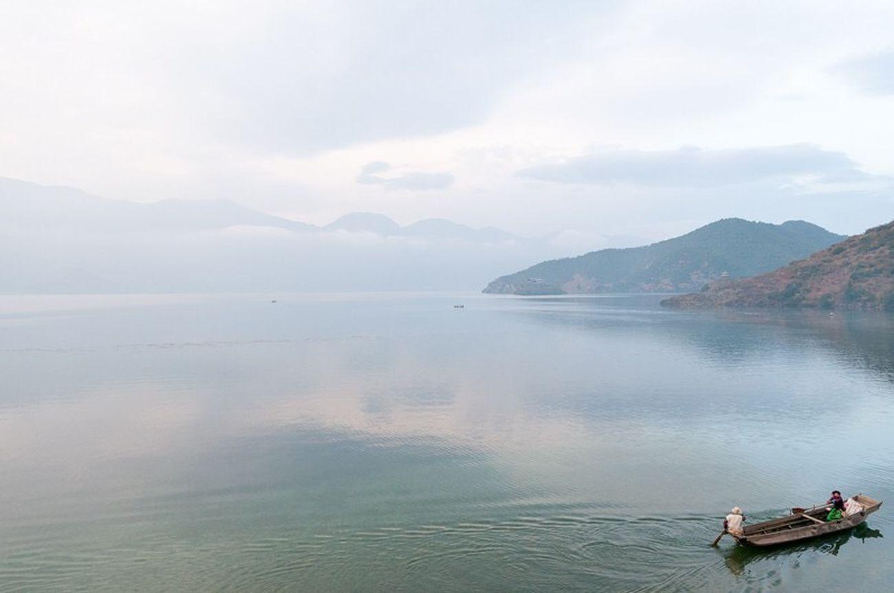 Luguhu Lake Landscape Yunnan Lugu Hu Boat Mosuo
