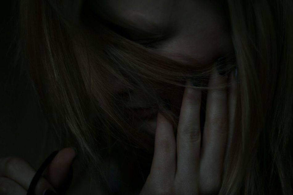 Girl Dark Dark Portrait Hide
