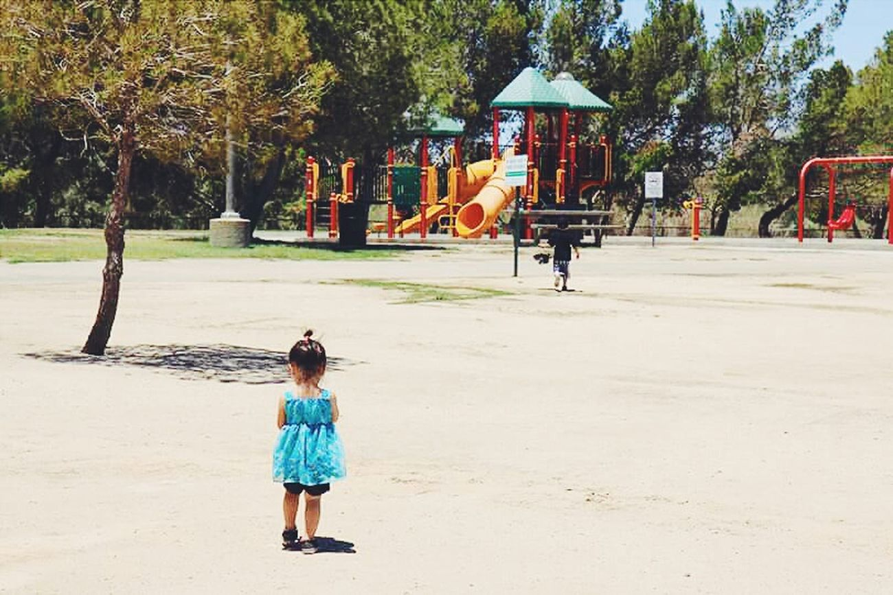 Kids are so free. Walking Around Vscocam VSCO VSCOPH Vscophile Vscodaily People Watching Vscoonly