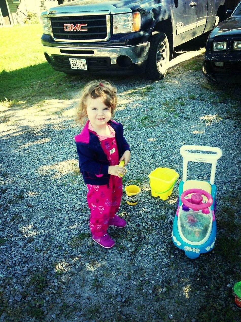 Ellie spending this beautiul day wit nana & poppy