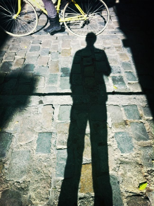 The waiter and the bike