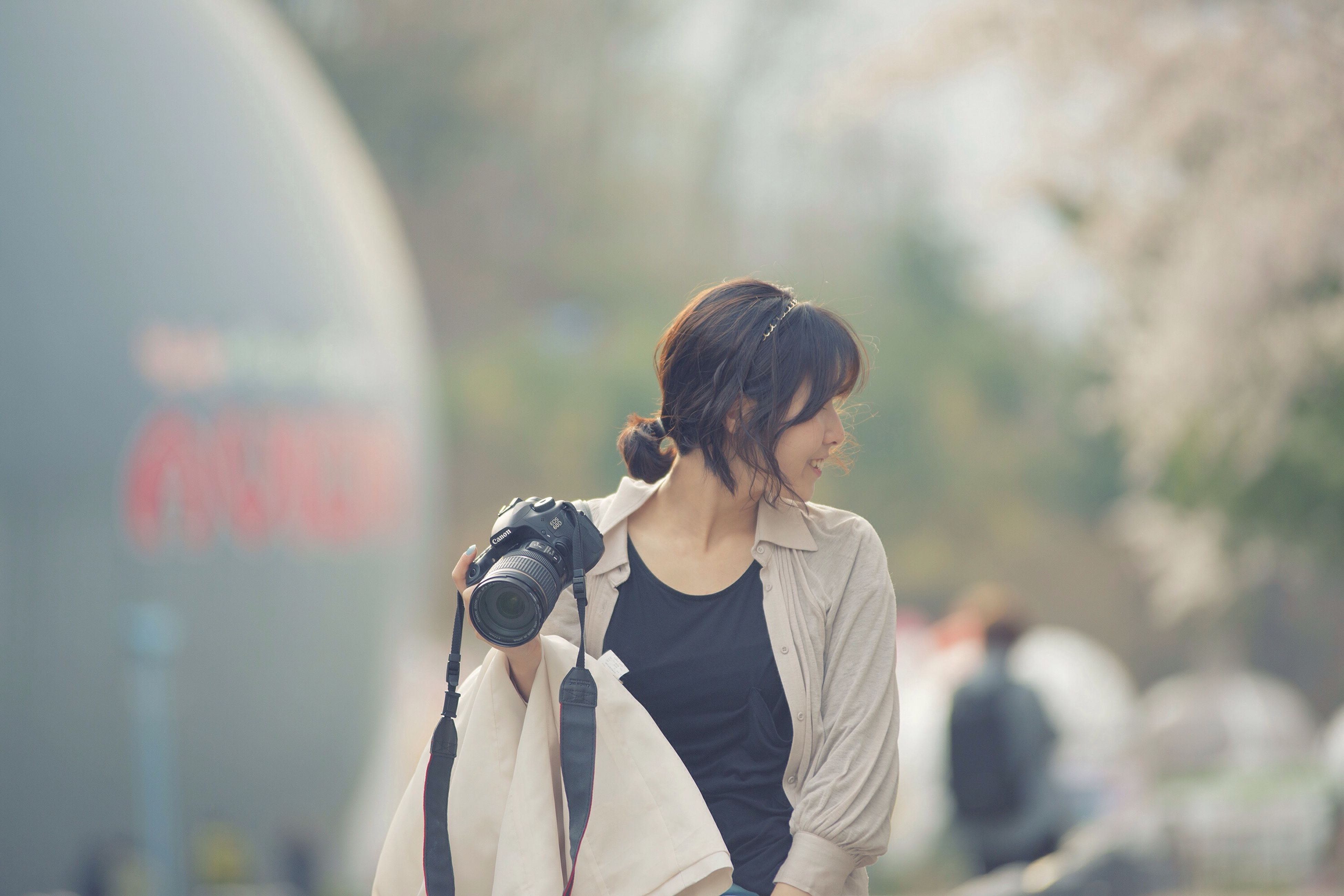 lifestyles, focus on foreground, rear view, leisure activity, casual clothing, waist up, standing, three quarter length, holding, men, photography themes, photographing, person, camera - photographic equipment, headshot, day, outdoors
