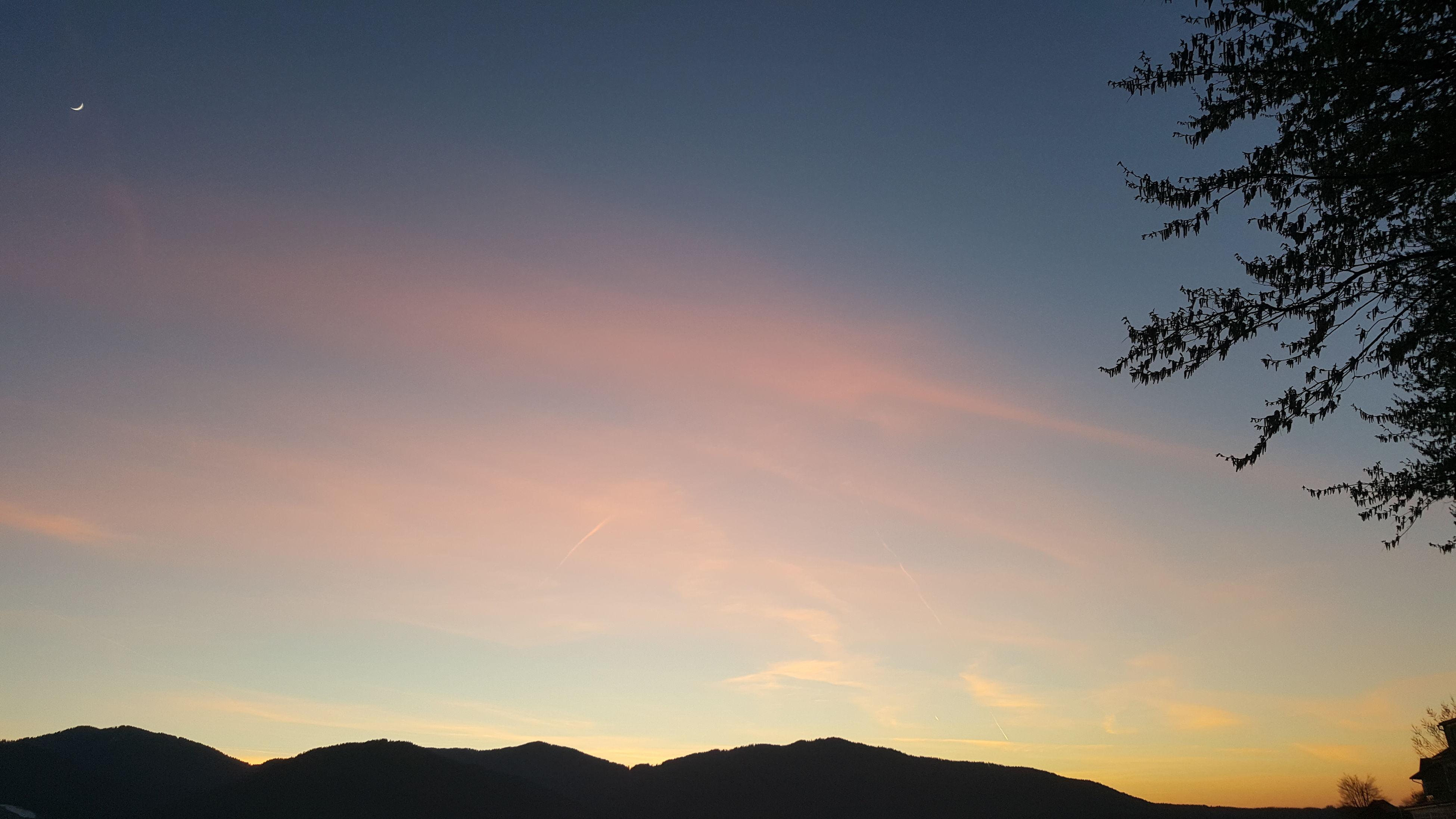 silhouette, tranquil scene, scenics, tranquility, beauty in nature, sunset, mountain, sky, nature, landscape, idyllic, mountain range, tree, non-urban scene, dusk, copy space, majestic, orange color, non urban scene, outdoors