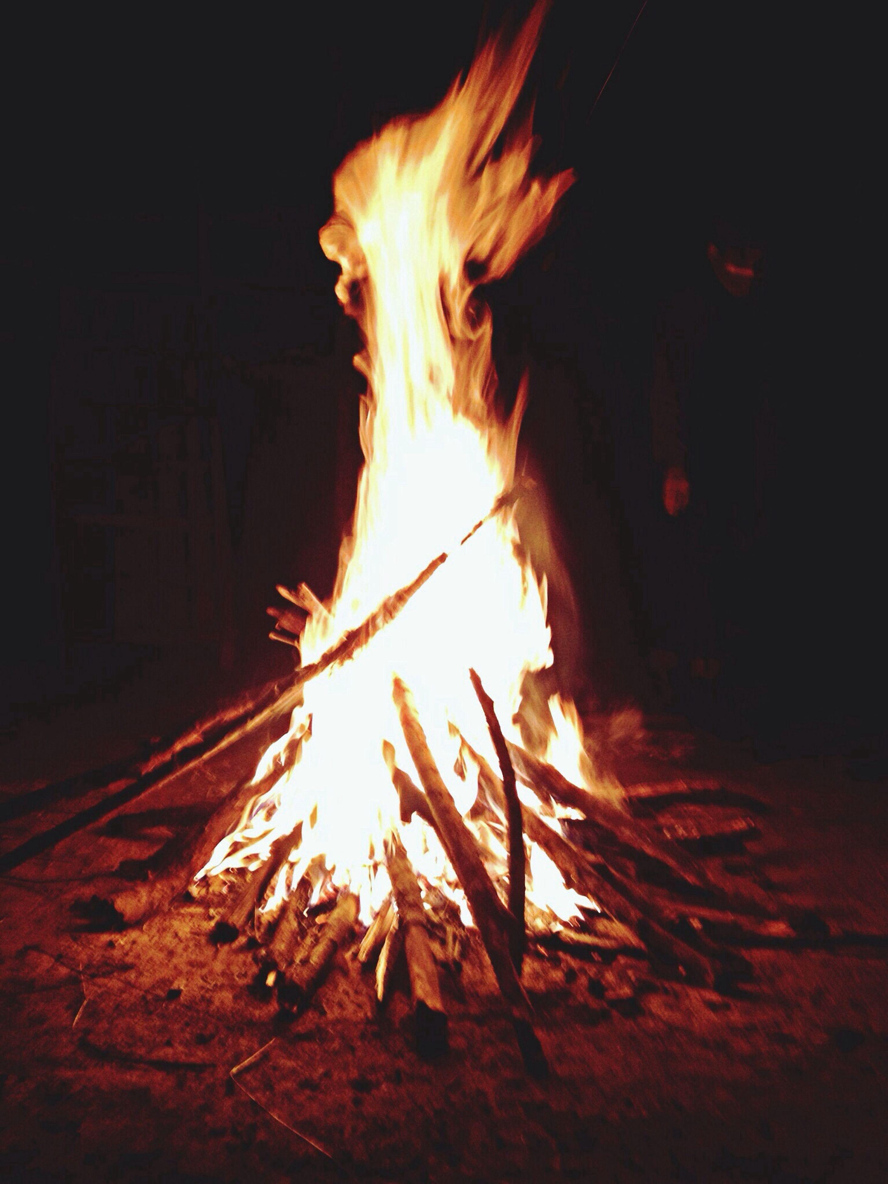 burning, flame, fire - natural phenomenon, heat - temperature, glowing, night, bonfire, fire, firewood, sunlight, sun, close-up, sunbeam, heat, campfire, outdoors, dark, sunset, light - natural phenomenon, lens flare