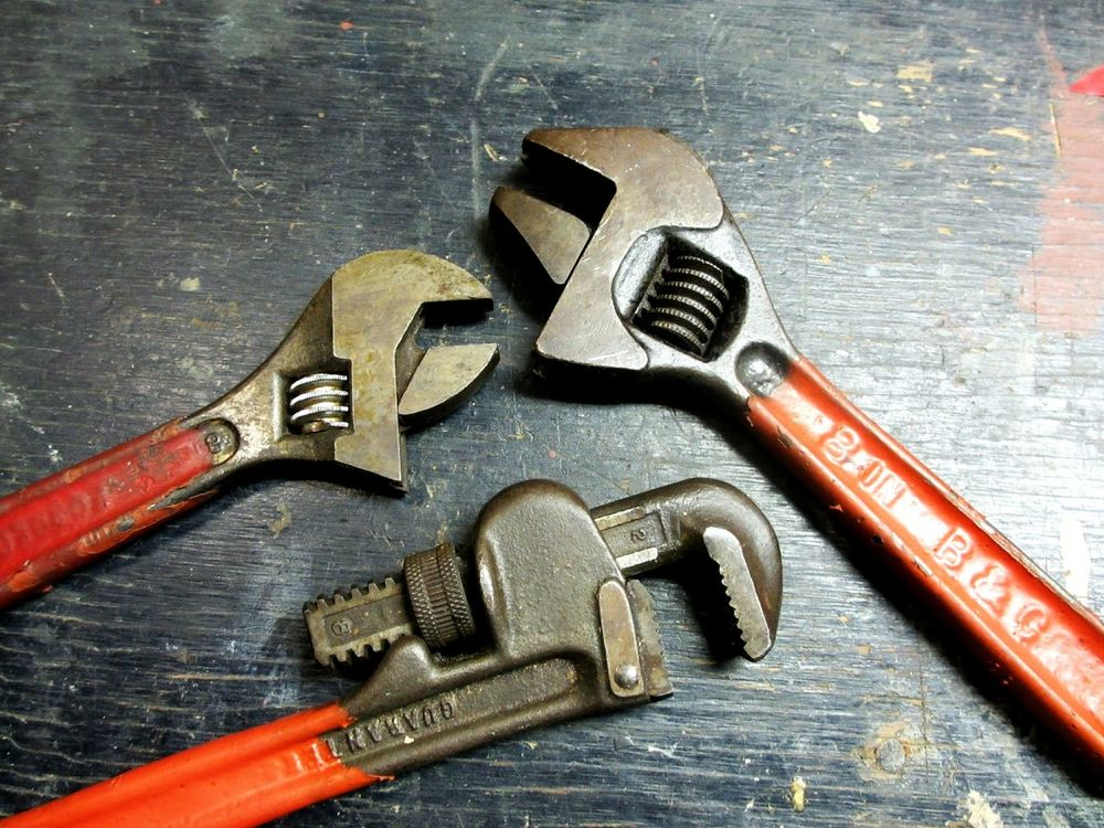 to get a grip...trio of wrenches High Angle View Hand Tool Work Tool No People Wrench  Close-up Red Color Red Tools Tools Of The Trade Wrenches Three Old Tools Full Frame Trio Adjustment Adjustable Adjustable Wrench Pipe Wrench Hand Tools Workshop Metal Lieblingsteil