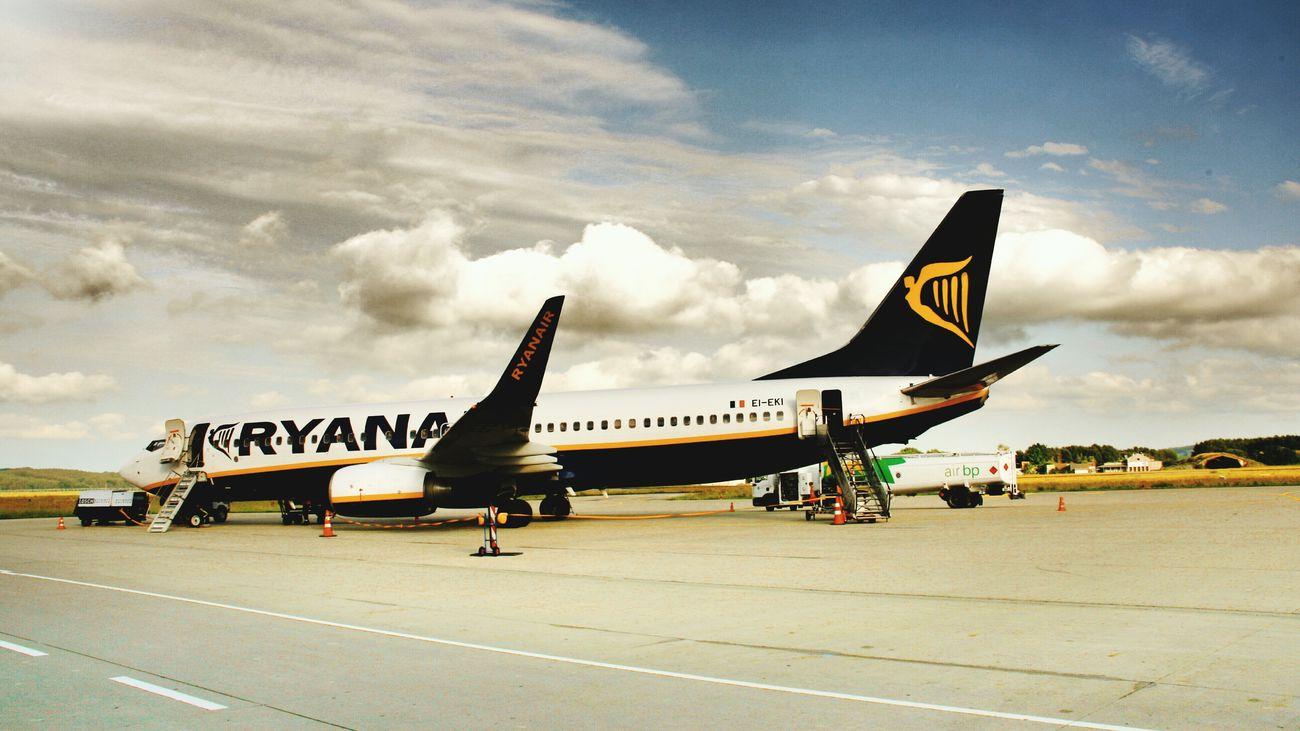 Summer Memories Ryanair Takeoff ✈ Boeing 737 Flying To Spain Forget Bad Weather