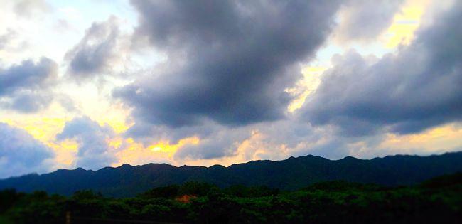 Landscape EyeEm Nature Lover Sky And Clouds Tadaa Community Sunshine Mountains Iphonephotography 黄昏金阳,紫云翠峰......风驰电掣过阳春