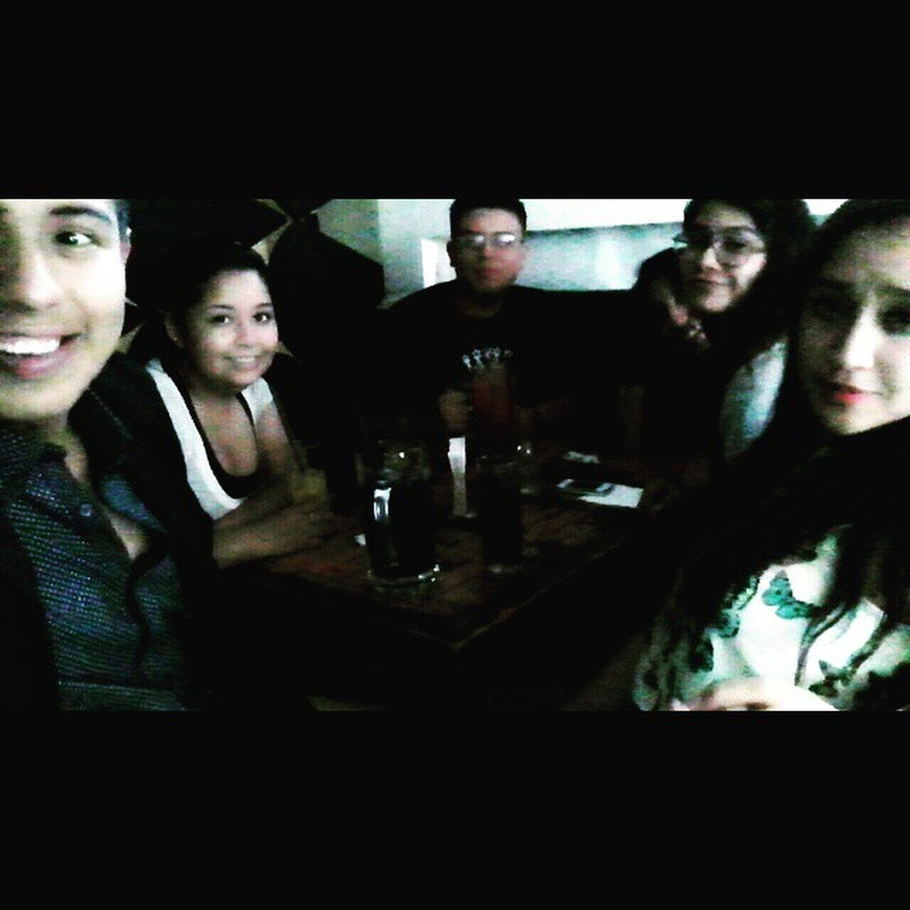 Com meus amizades. Los amo bebés Friend Friends Fun Funny love instagood igers friendship party chill happy cute photooftheday live forever smile bff bf gf best bestfriend lovethem bestfriends goodfriends besties awesome memories goodtimes goodtime