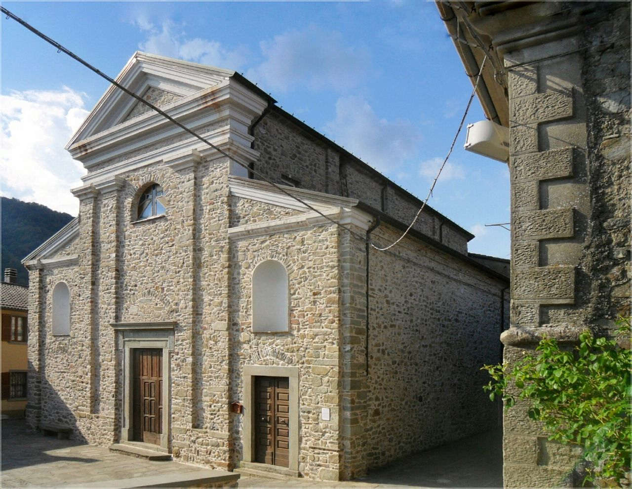 Montereggio Lunigiana new Church/ Not Enough space / Architecture Built Structure Building Exterior Sky No People Outdoors Day Cloud - Sky Cavi Del Caxxo
