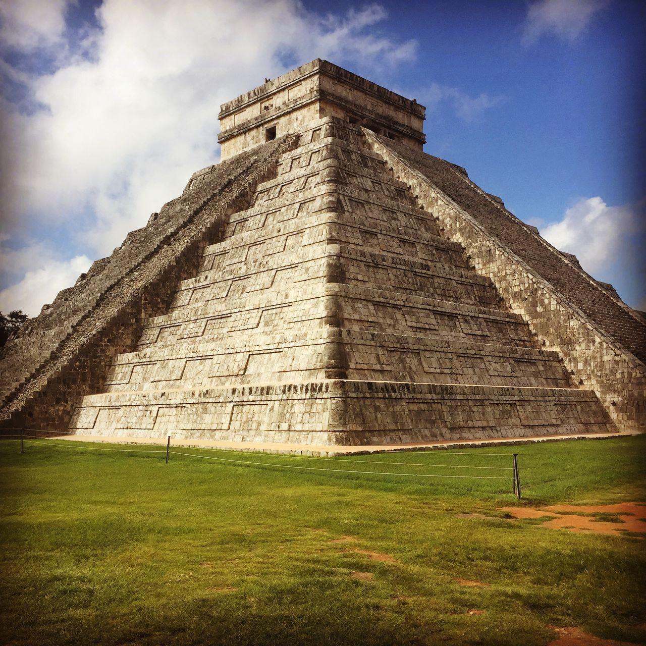 Castillo of Chichen Itza Mexico Chichen Itza Yucatan Mexico Beautiful Place Mayas