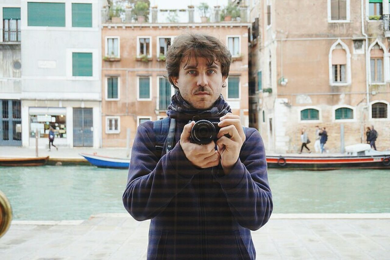 One Person Adult One Man Only Outdoors Looking At Camera Holding Tourism Mature Adult Travel Adults Only Front View Portrait People Vacations Architecture Day City Only Men Young Adult Water The Portraitist - 2017 EyeEm Awards Venecia Venice Venezia Venice, Italy Neighborhood Map EyeEmNewHere BYOPaper!