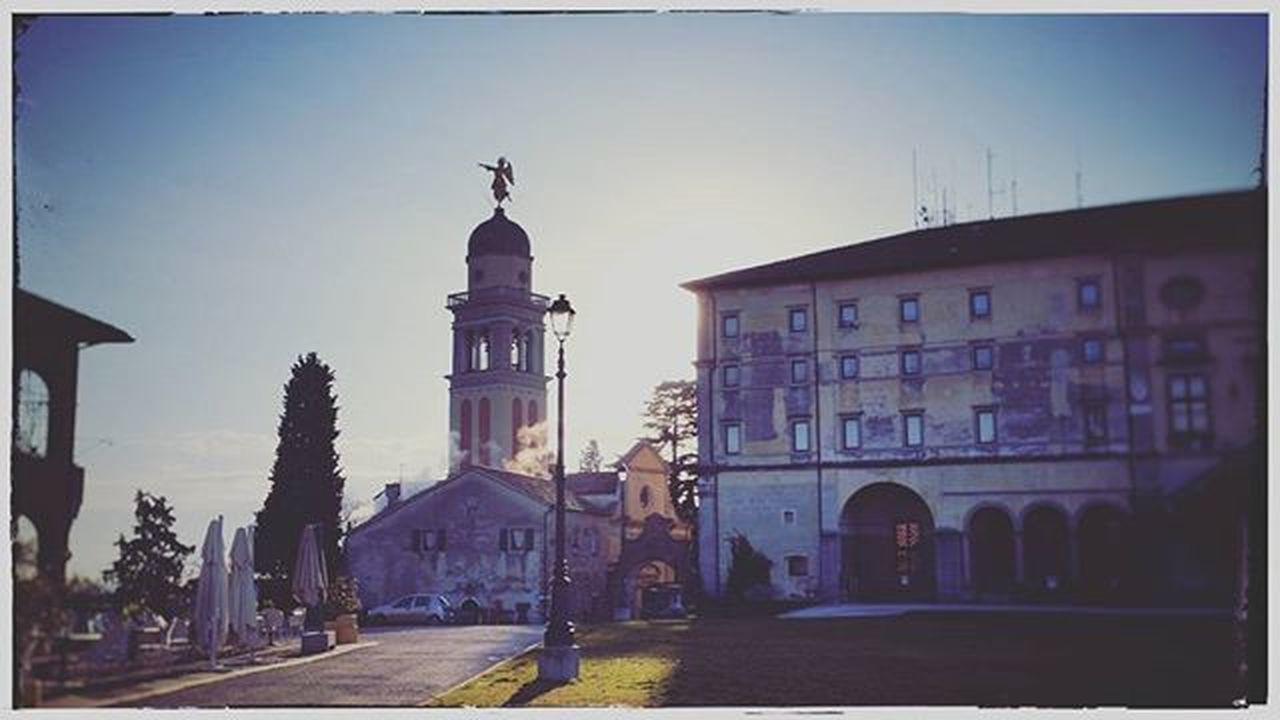 The castle Udine City Cityscape Sunrise Sun Shadow Winter Architecture Historic Tower Travel Fvglive Igfriends_friuli Ig_udine LOVES_UNITED_FRIULI Loves_friuliveneziagiulia Castle Volgoudine Volgoitalia Smoke Winter Cold