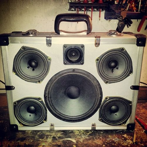 4x Fullrange a Tweeter and a Subwoofer  lets make Noise . First customer project. krachkoffer suitcase boombox alu jbl meets jamo
