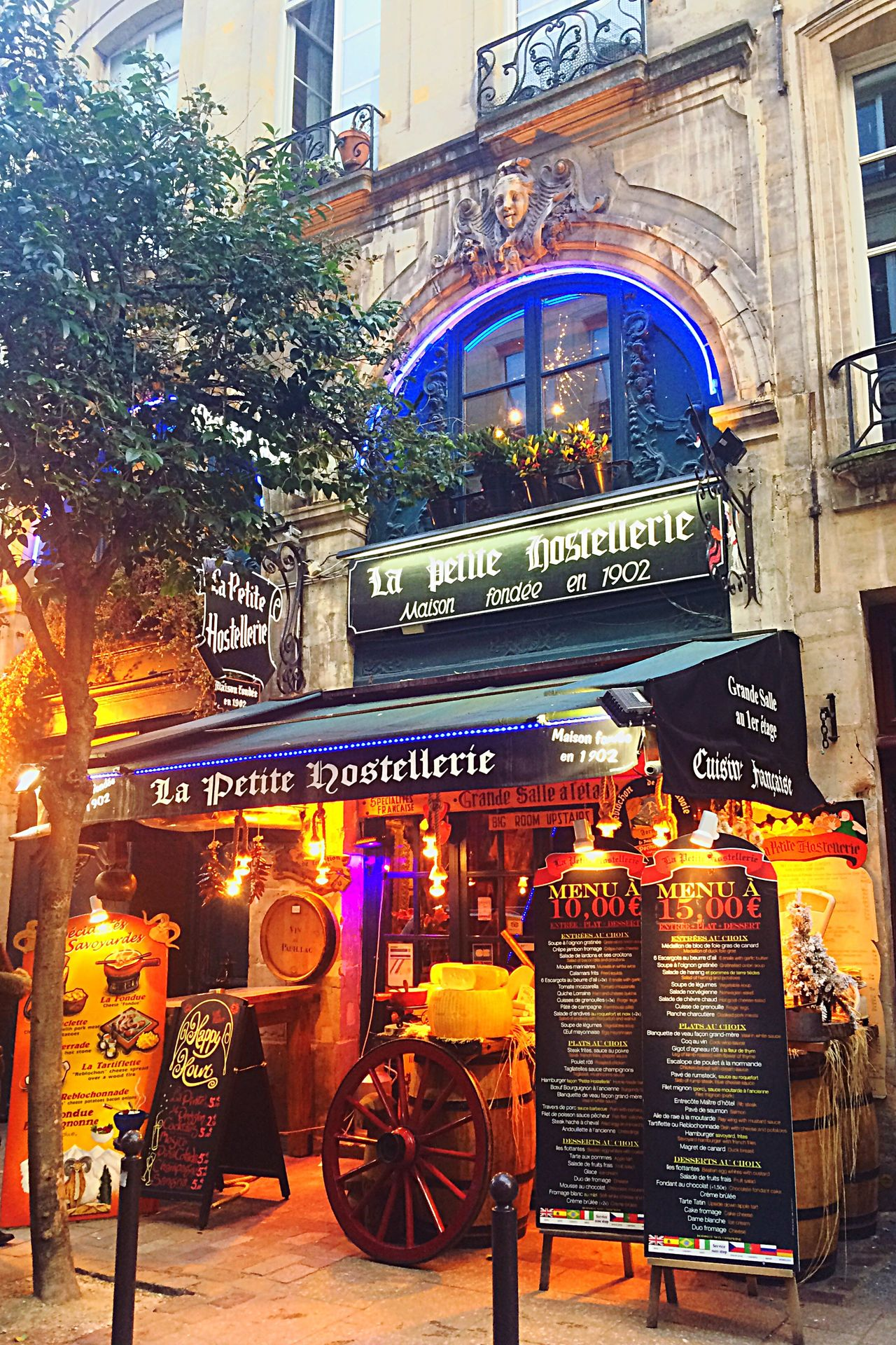 The City Light Paris Restaurant Lights Evening Nopeople Foundue Cheese Menu Saint-Michel Notre-Dame Promenade Walk Building Exterior