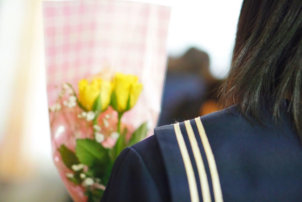 卒業💐 Rear View Real People One Person Close-up Flower Graduation Seeyou Scool Student 卒業 旅立ち