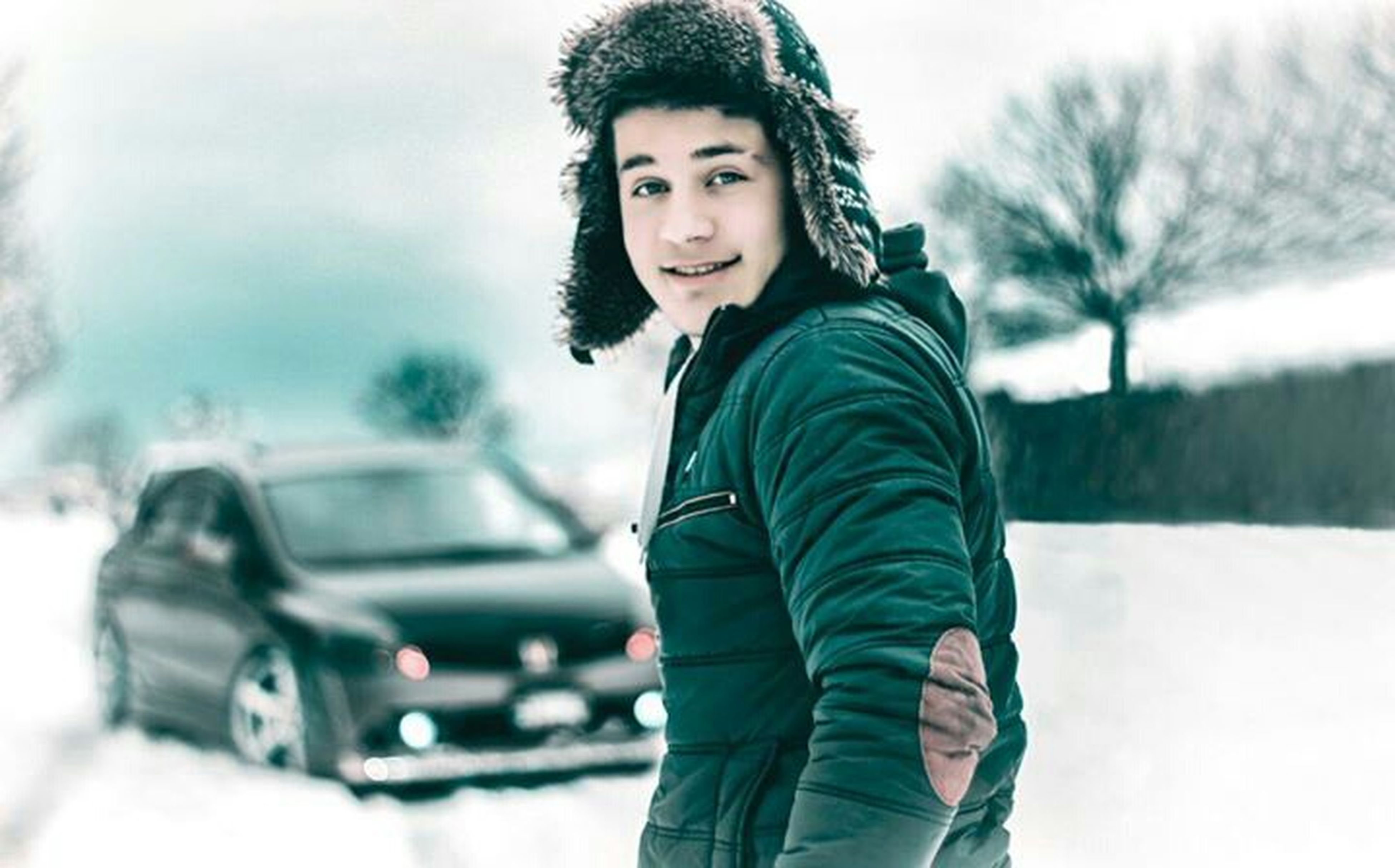 winter, cold temperature, lifestyles, snow, person, looking at camera, leisure activity, casual clothing, portrait, front view, warm clothing, three quarter length, focus on foreground, waist up, season, young adult, weather, standing