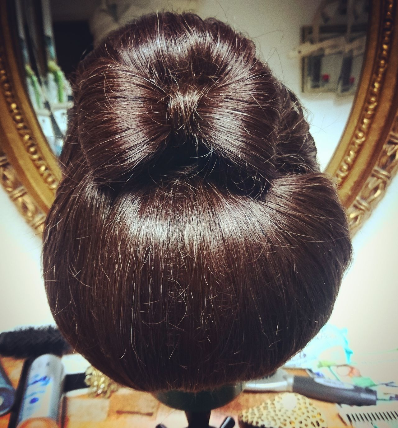 Close-up No People Indoors  Day Flower Head Hairstyle Hair Haircolor Hairdresser Hairs Hairsalon Hairfashion Hairtrends Hair Accessories Hair Care Hairstylist Hairdye HairExtensions PetsHair Style Hair Salon Haircolour Haircare Haare Animal Themes
