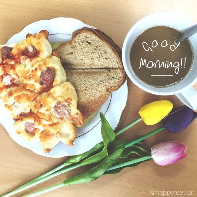 🌸.. Coffeefix Breakfast My Dubai Office Sunday Morning Tulips Goodmorning Ham And Egg Sandwich Foodporn