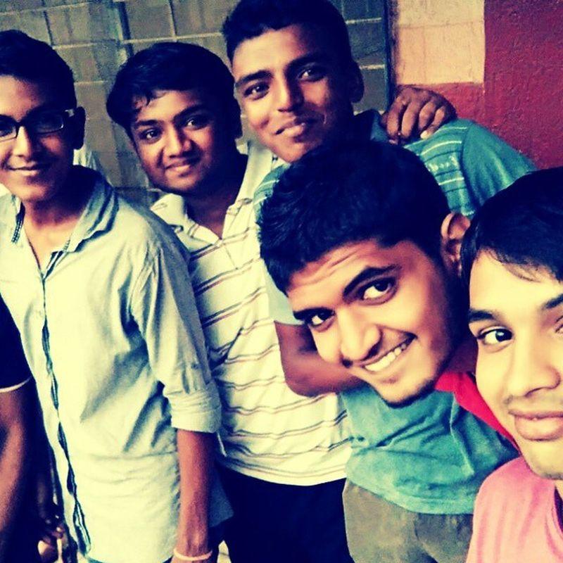 Friends Rain Cricket Njoy Selfie Addicted