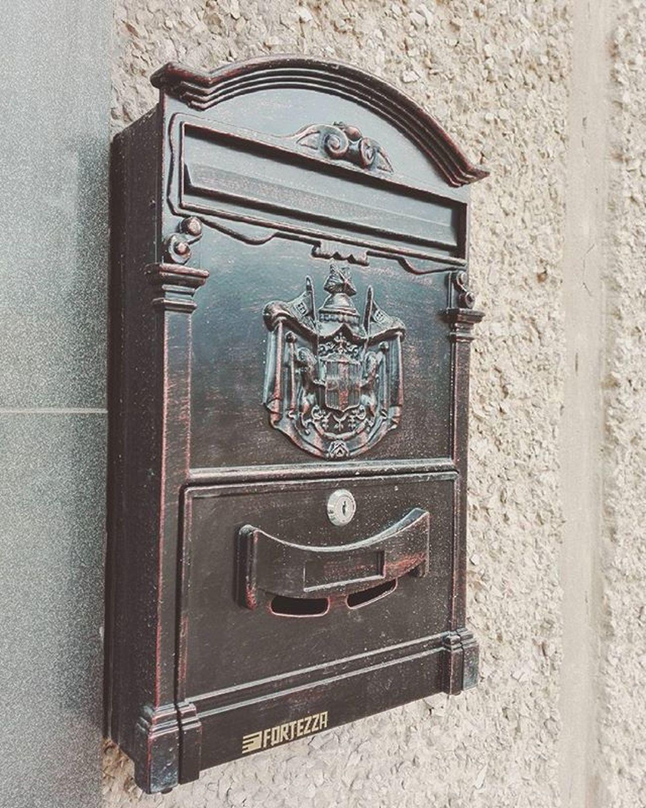 И шикарный ящик сбоку! посткроссинг почта письмо открытка Postcrossing Post Letters Postcard Leteroj