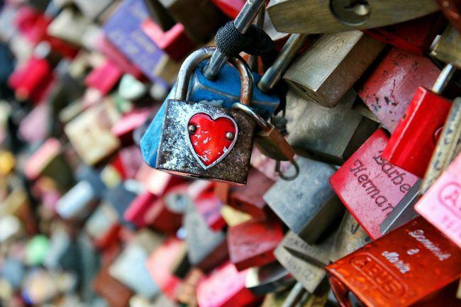 Kilit Kopru Bridge Köln Almanya Germany Red Love Aşk Kirmizi Hot Europe New City Ufuk Macro Blue Picturing ındividuality