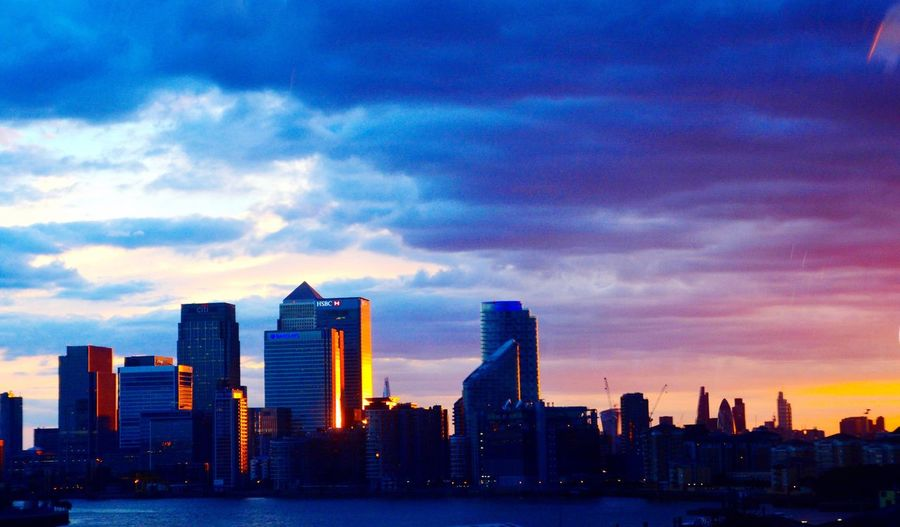 Evening view of canary wharf from London cableway (Emarties airline) Check This Out London London Days LONDON❤ Londonlife Traveling Travel Photography Travel Destinations Taking Photos Enjoying The View Enjoying Life Enjoying The Sun Withfamily Relaxing Hanging Out Photography Journey With My Love Traveling In London Lovephotography