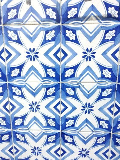 Pattern Design Backgrounds Full Frame Symmetry Abstract Seamless Pattern Close-up Architecture No People Day Outdoors Blue Color Blue And White Azulejos Porto Portugal Azulejosportugueses Azulejos Portugal Is Beautiful Portugal_em_fotos Architecture Building Exterior Blue Shades Of Blue