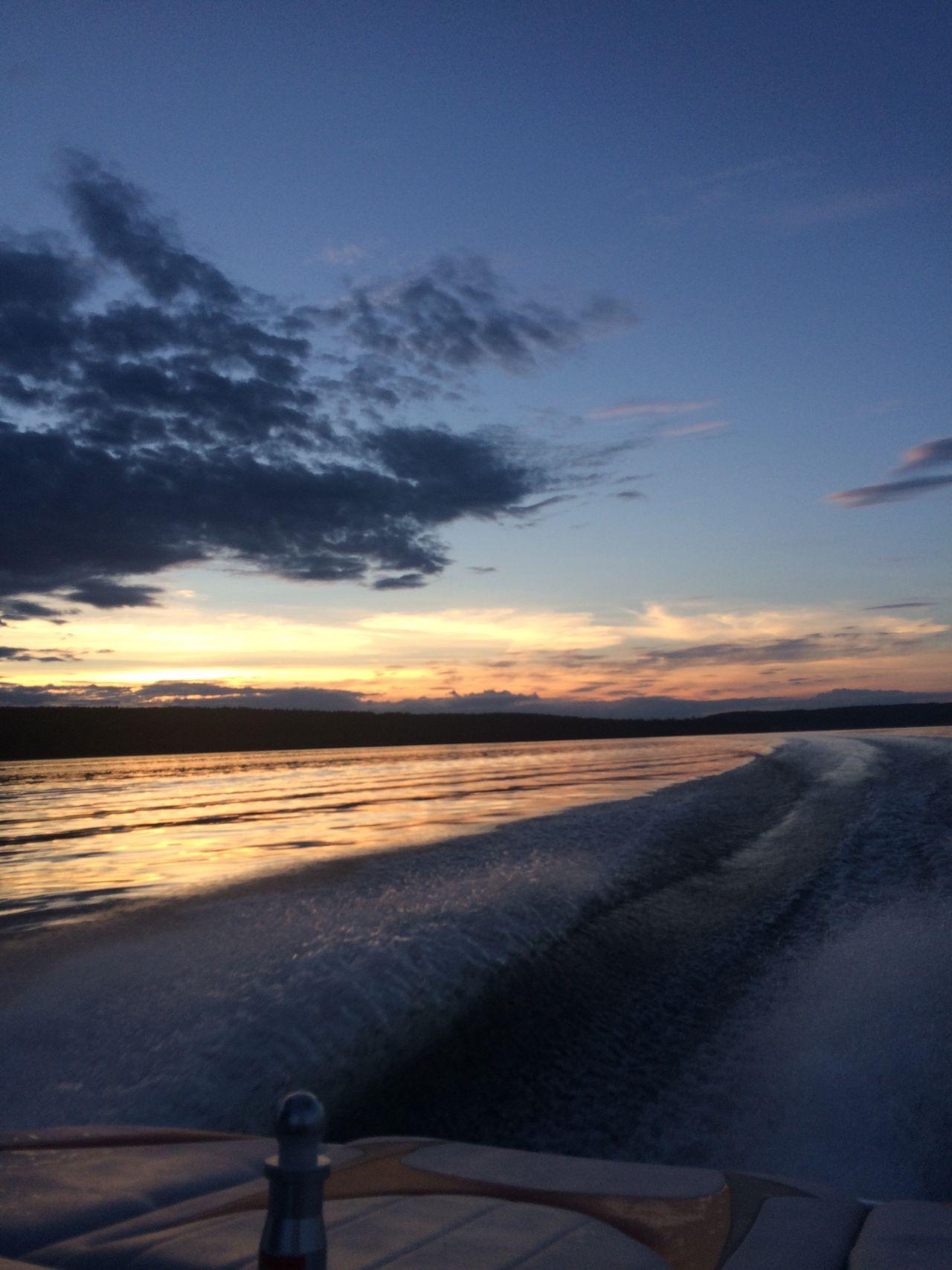 Sunset cruising Canada Lake View Lakeshore Lake British Columbia Wake Wakesurfing Sunset Darkskies Boat