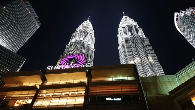 Home Malaysia KLCC Twin Towers Night Shot Scenic View Blessed  Kuala Lumpur Malaysia  Outdoors Life In Colors Landscape FromMalaysia Travel Photography EyeEm Gallery Landscape_photography Great Escape Scenery Life In Motion City S7edge Eyeemphotography Malaysian Lifestyles Proudmalaysian Visitmalaysia ASIA Trulyasia