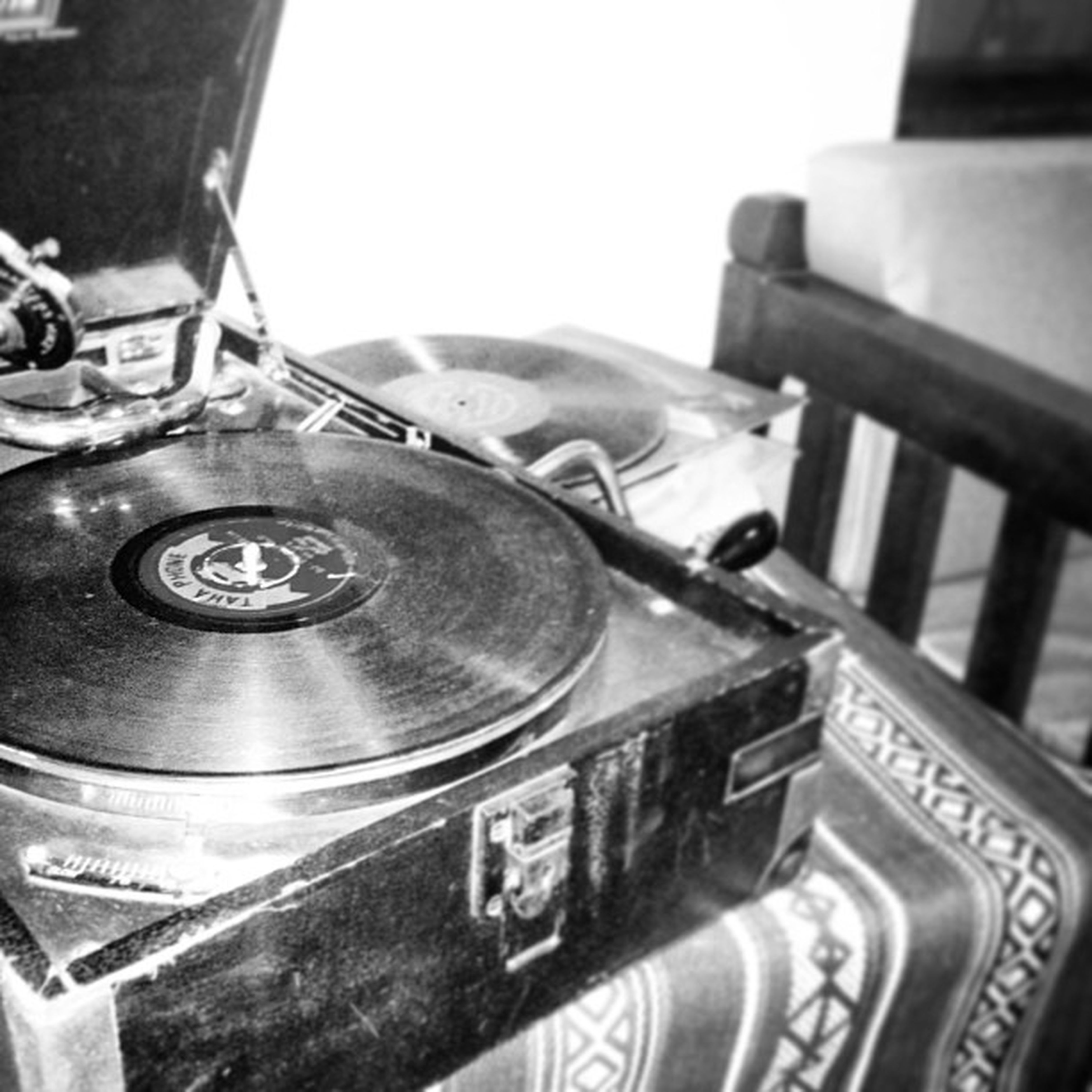 close-up, indoors, focus on foreground, retro styled, old-fashioned, still life, metal, part of, antique, technology, table, old, selective focus, music, no people, arts culture and entertainment, the past, day, cropped, detail