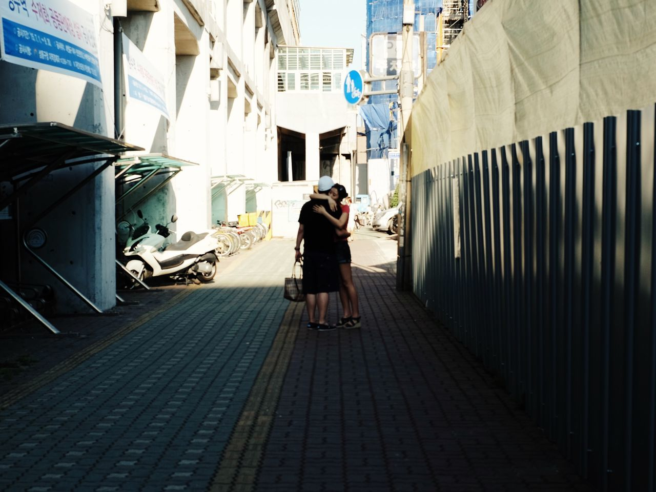 Urban Lifestyle Seoul Sungsudong Couple Hug Hugging