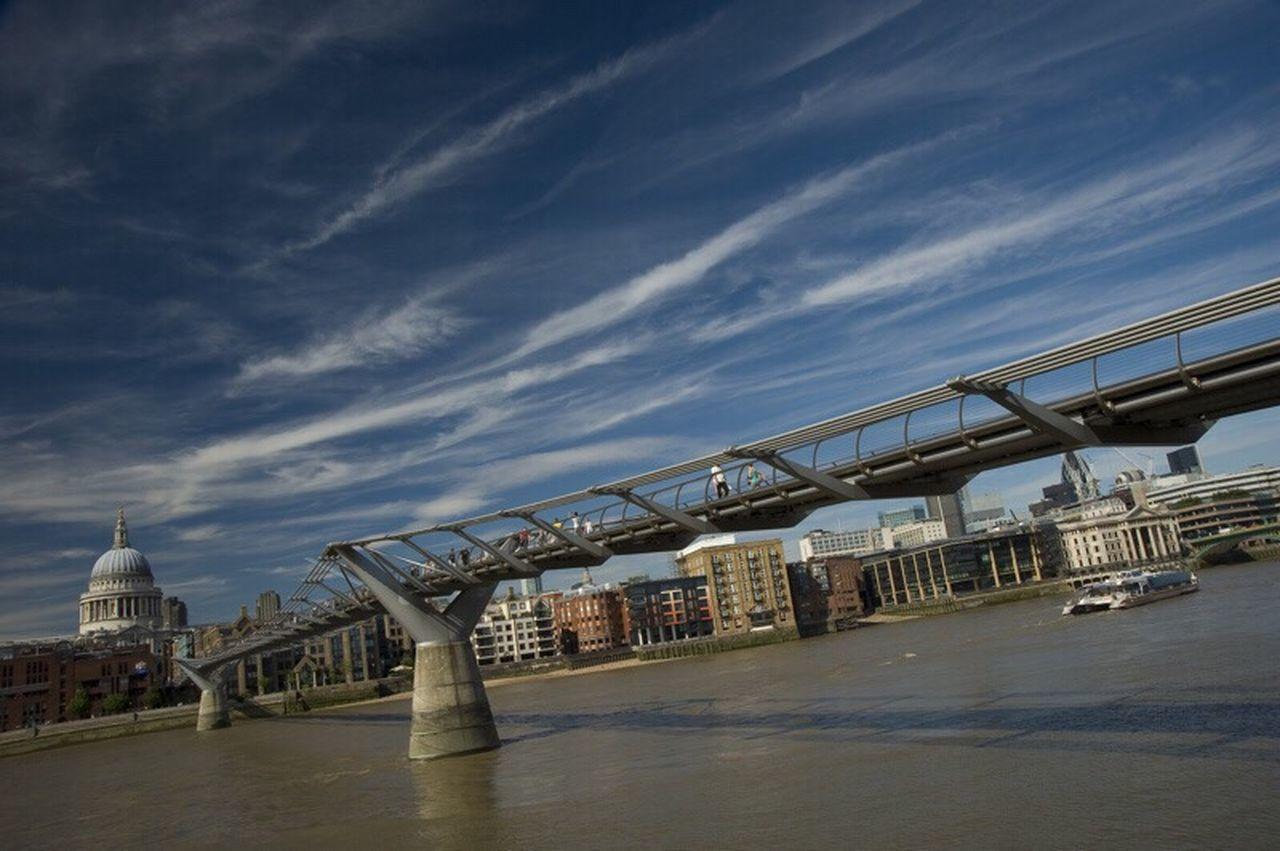 Millenium Bridge Londen Fotografie Photography Zerofotografie.nl Zero Fotografie Nofilter Architecture Lines Clouds