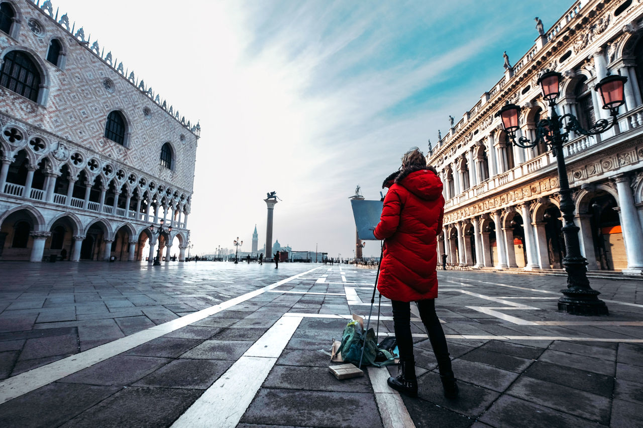 Drawing the beauty of Venice Architecture Building Exterior Drawing Lifestyles Painting Real People Sky Town Square Travel Venice Walking