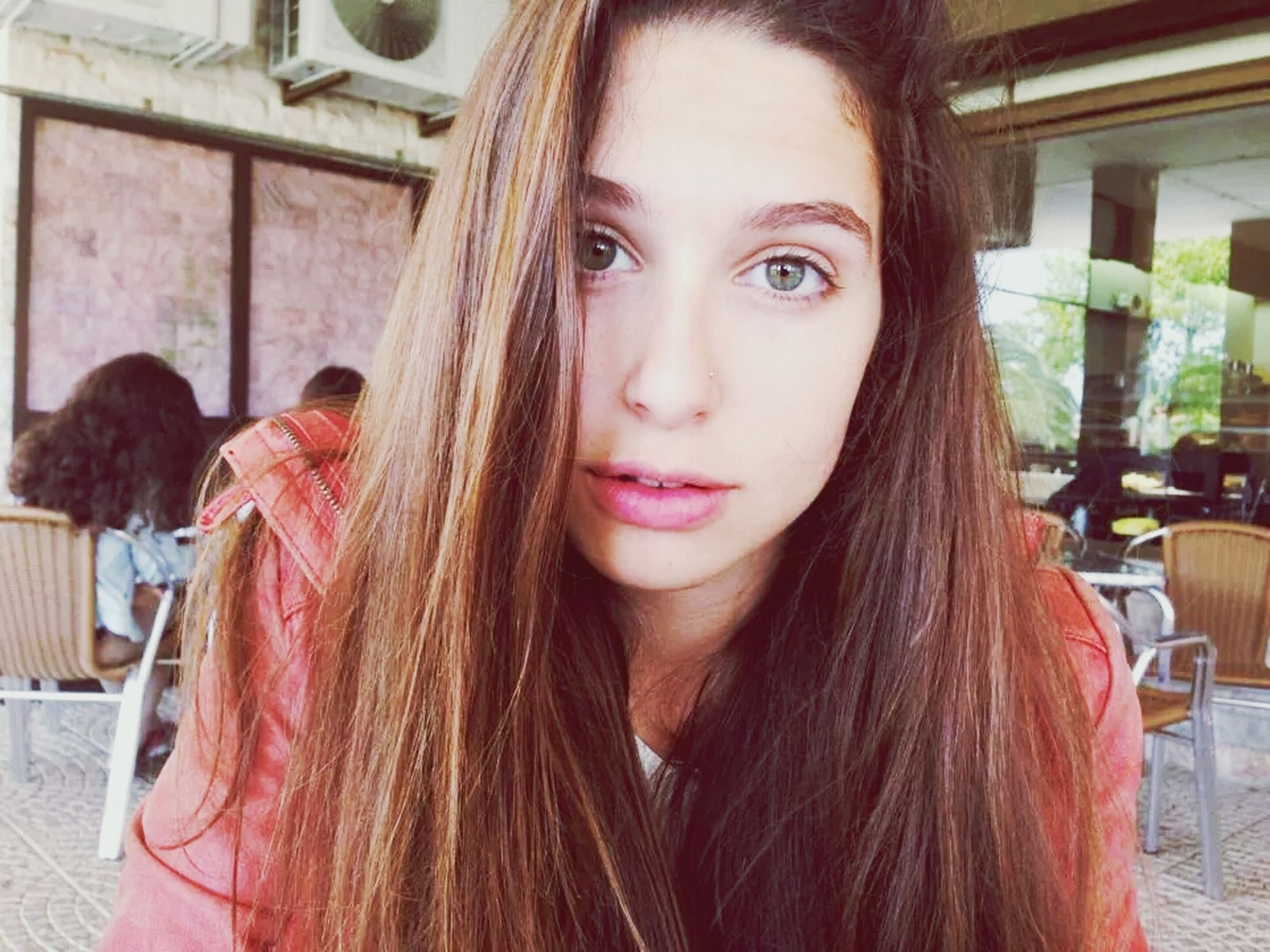 young women, long hair, young adult, person, lifestyles, portrait, headshot, looking at camera, leisure activity, front view, brown hair, smiling, casual clothing, black hair, medium-length hair, head and shoulders, focus on foreground