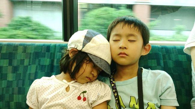 Sleeping Train Travel Train Trip Tired Siblings Brother Sister Girl Boy Japanese  電車 旅行 お出かけ 兄妹 きょうだい 兄 妹 女の子 男の子 お昼寝 居眠り On The Way