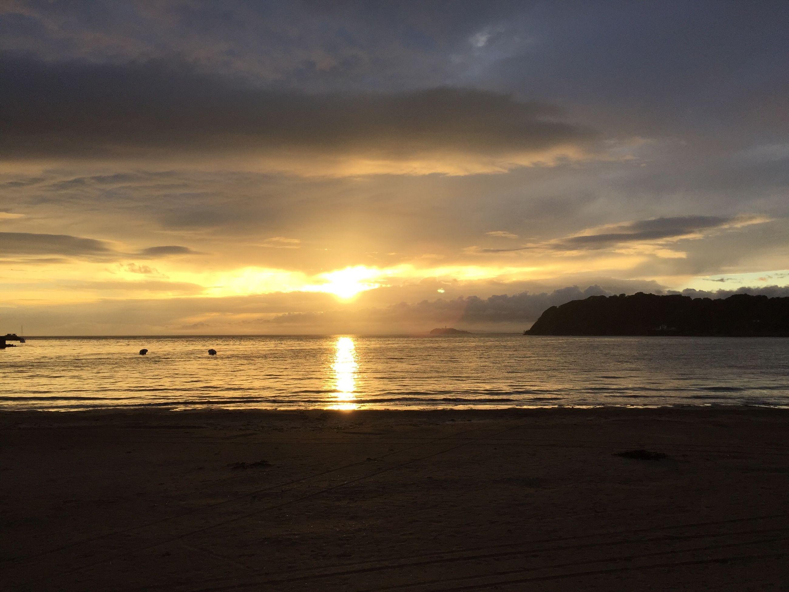 sunset, sea, water, scenics, horizon over water, tranquil scene, beach, sun, sky, beauty in nature, tranquility, shore, orange color, idyllic, cloud - sky, nature, reflection, sunlight, silhouette, cloud