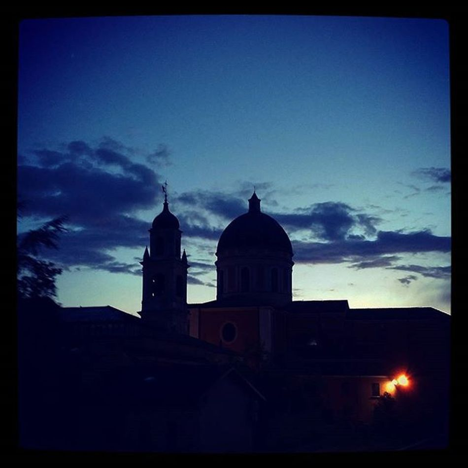 Sunday Domenica Agosto 16 August Crepuscolo Sanmarco Blu Blue Sky Cielo Black Nero Shadows Ombre Due Luci Clouds Nuvole Art Canvas Few Colors Boretto Bassareggiana summertime estate summer2015 ig_reggioemilia